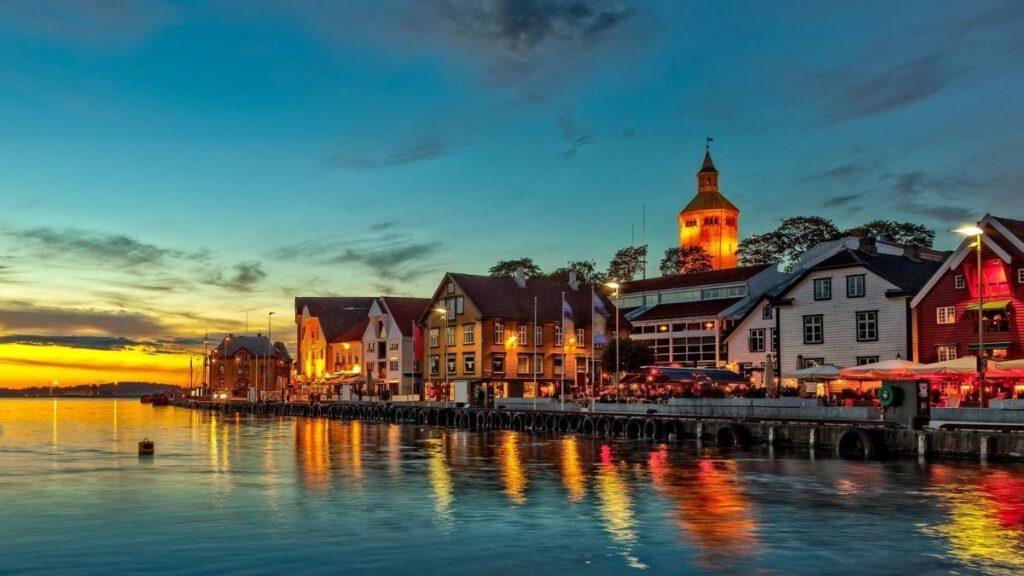Stavanger bei Nacht