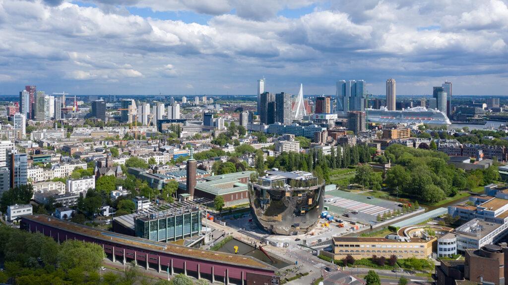 Schon vor der Eröffnung ein Highlight für Architektur-Fans: Das neue Kunst-Depot in Rotterdam. (Bild: Ossip van Duivenbode)