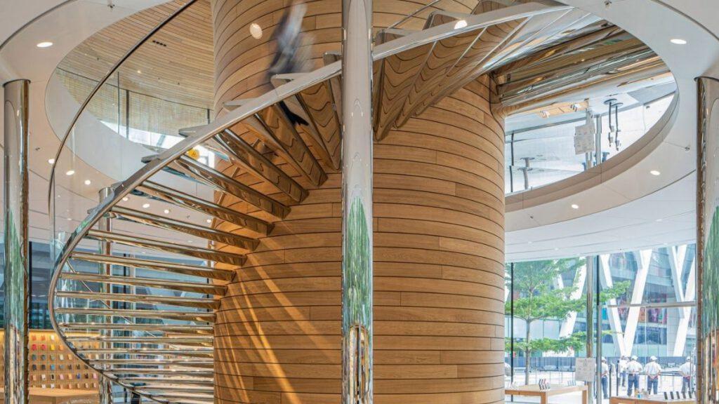 Treppen aus poliertem Edelstahl