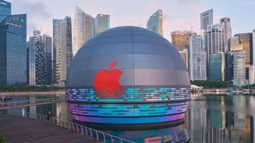 Sphärischer Apple Store auf dem Wasser in Singapur
