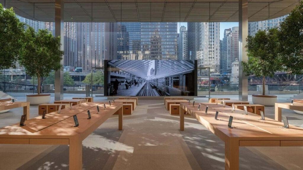 Apple Store in Chicago, USA
