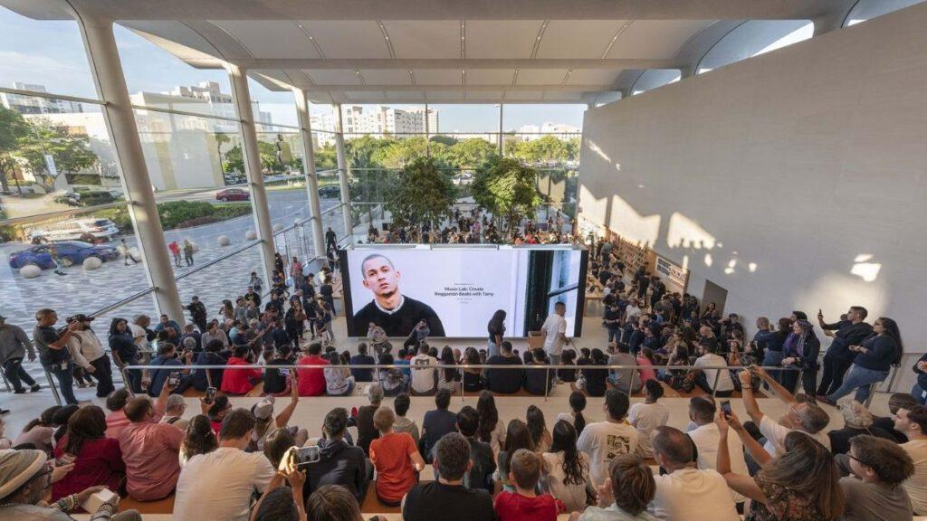Apple Store in Miami