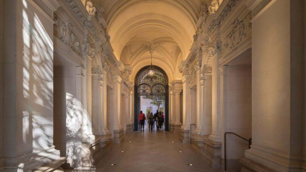 Nobel in einem Pariser Zinshaus