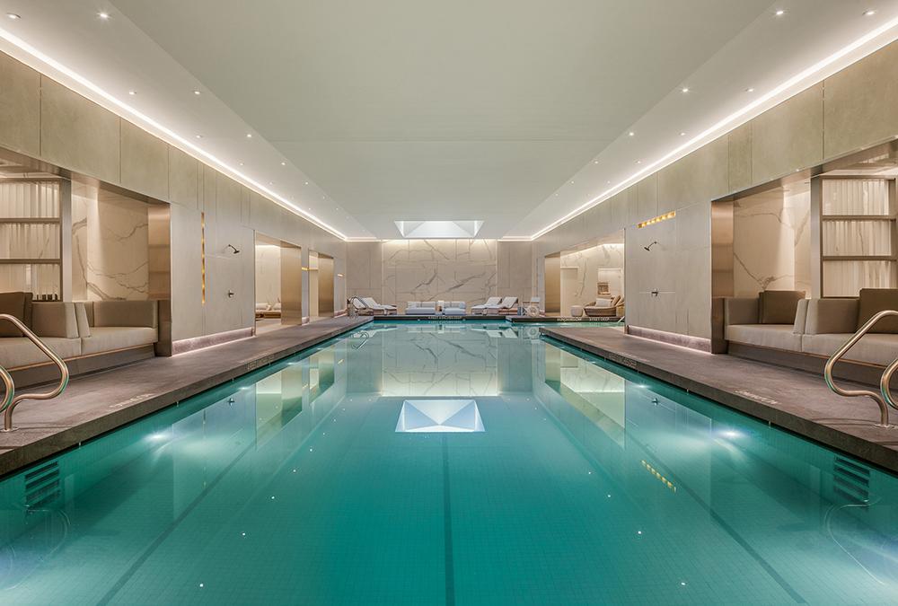 """Lifestyle-Luxus im Rockwell Design. Der """"Waterline Club"""" bietet hochklassige Vielfalt – designt von der berühmten Rockwell Group. (Bild: Evan Joseph)"""