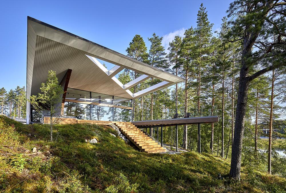 """Achtsam in die Natur gesetzt: Architekt Seppo Mäntyläs Luxus-Blockhaus """"Wave"""". (Bild: Hans Koistinen)"""