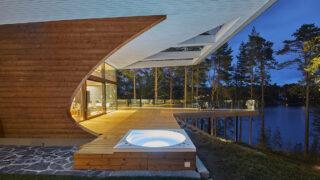Das Luxus-Blockhaus mit der Welle (Bild: Hans Koistinen)