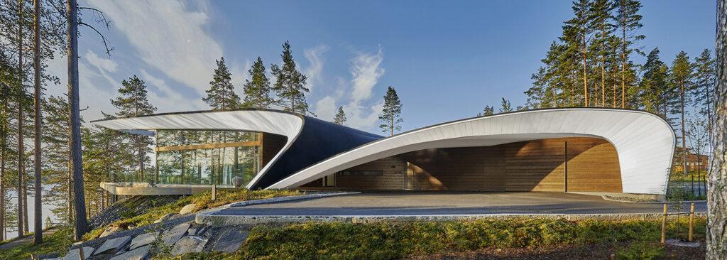 Das Luxus-Blockhaus mit der Welle. (Bild: Hans Koistinen)