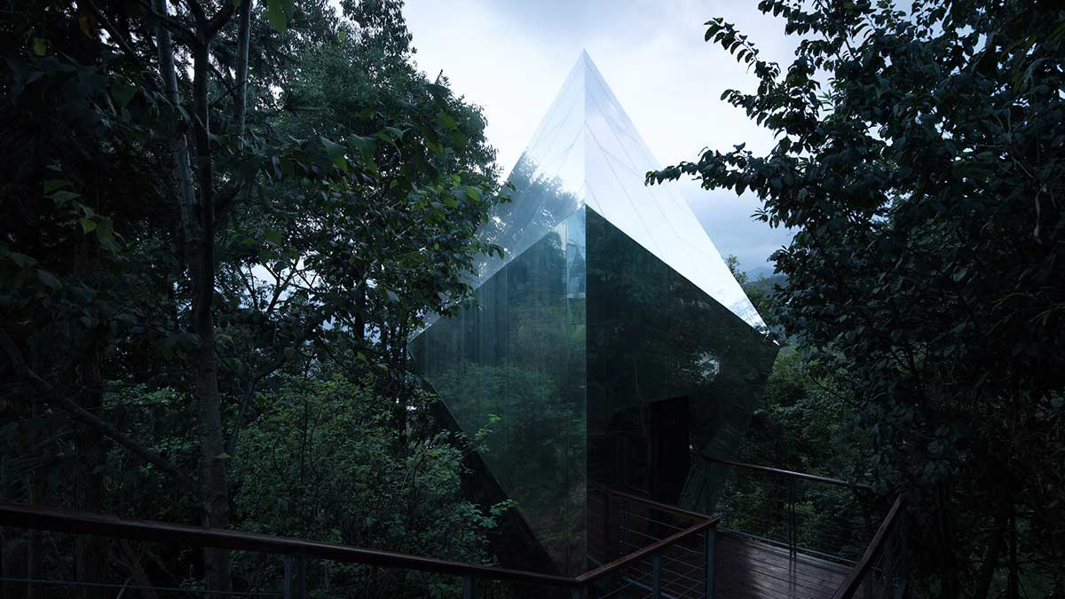 Spaceship, Mountain and Cloud Cabins