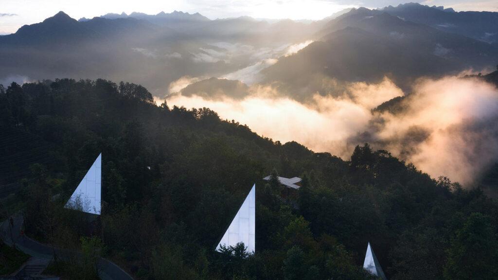 Cloud and Mountain Cabins, Hubei