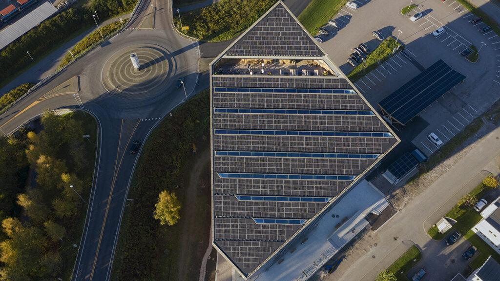 Powerhouse sloping roof with solar panels (credit: Ivar Kvaal)