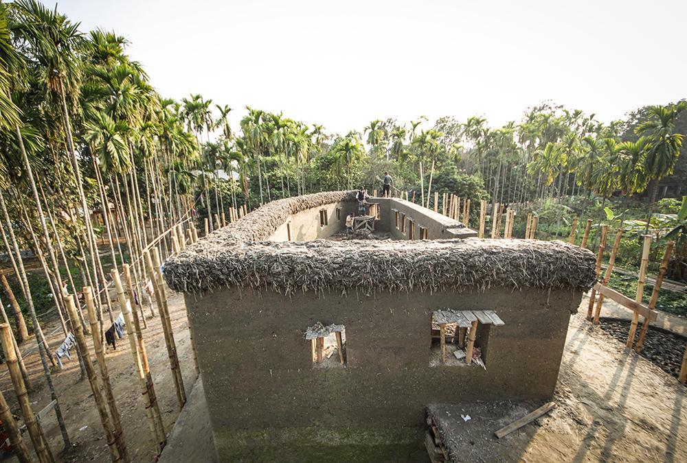 """Aus Lehm und Bambus entstanden: Das Therapiezentrum """"Anandaloy"""" in Bangladesh. (Bild: Stefano Mori)"""