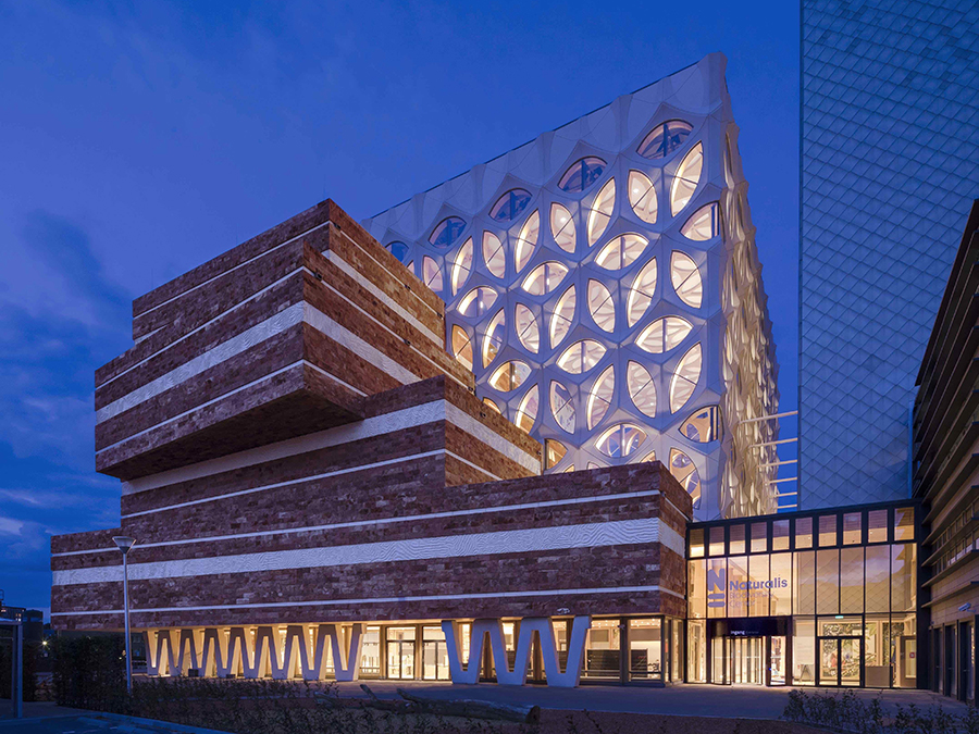 Das Büro Neutelings Riedijk ist bekannt für extravagante Bauwerke. Hier: Das Naturalistische Center in Leiden. (Bild: Scagliola Brakkee / Neutelings Riedijk Architects