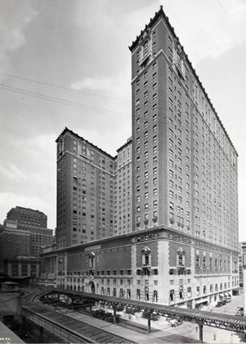"Das 1921 eröffnete ""Commodore"" wurde zu Trumps ""Grand Hyatt"" umgebaut. (Bild: Byron Company / Wikimedia Commons)"