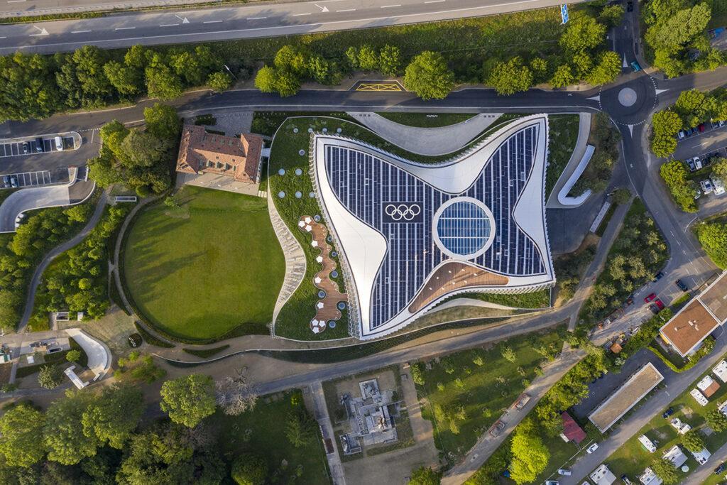 """""""Nachhaltigkeit hat viele Facetten"""". Design, das Bewegung ausdrückt: Der Neubau für das Internationale Olympische Komitee. (Bild: 3XN)"""