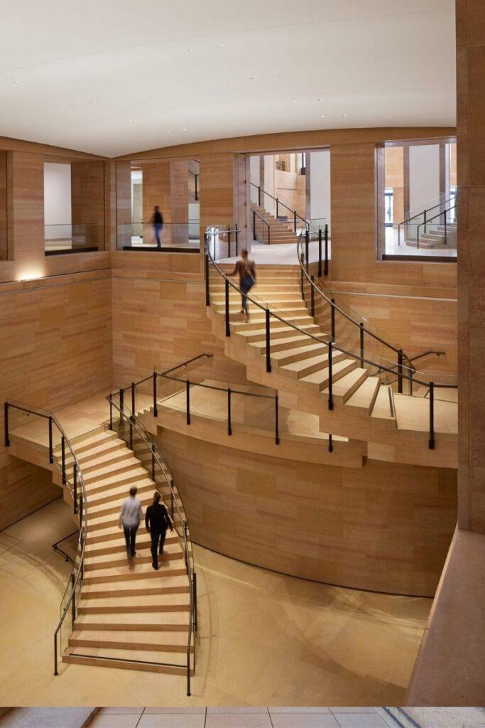 Kasota-Steintreppen, entworfen von Frank Gehry