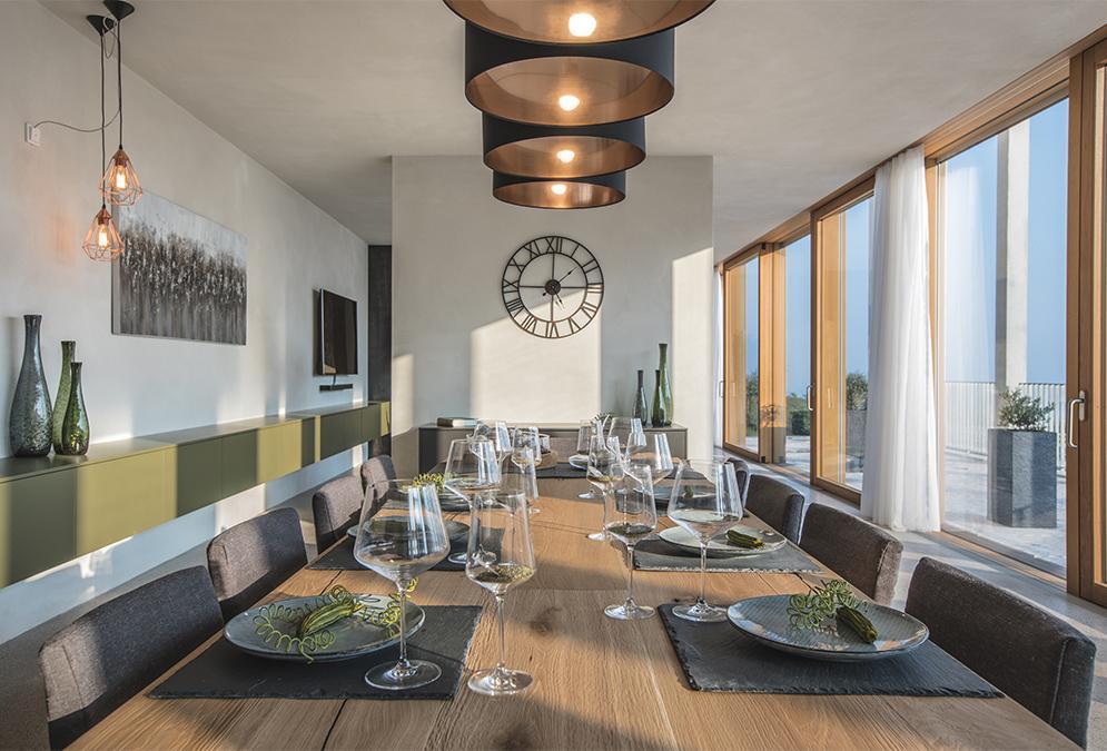 """Dinieren und entspannen im Chipperfield-Design im Resort """"Eden Reserve"""". (Bild: Eden Reserve, Hotel & Villas)"""