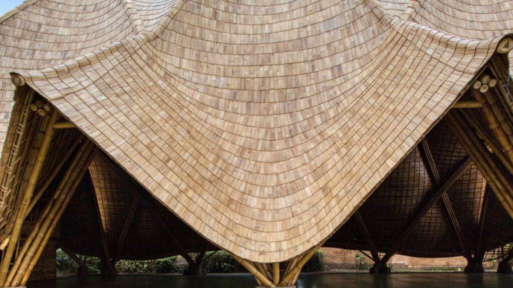 Geschwungene Bögen und Gitterschalen machen die Struktur von The Arc aus