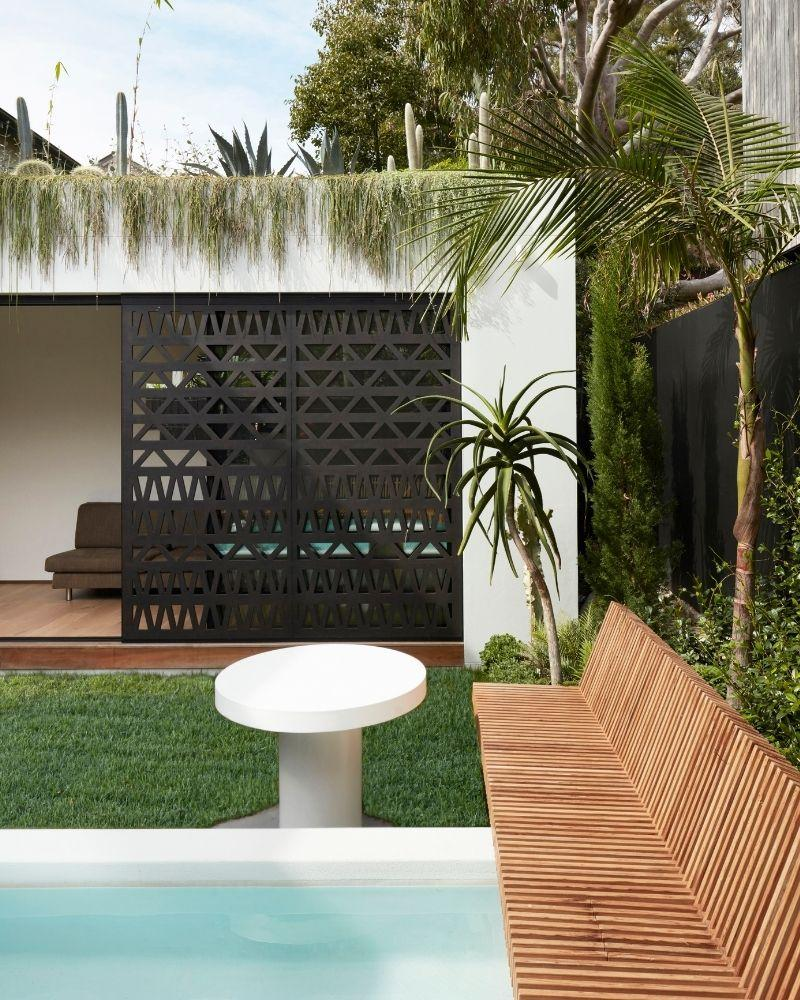 Der Pool und Dachgarten des Above Board Living Haus